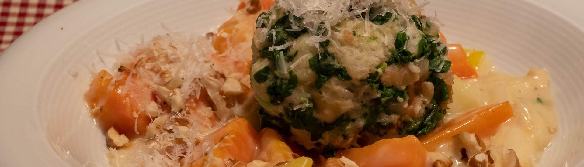 Südtiroler Spinatknödel schmecken zu jeder Jahreszeit